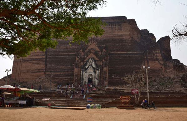 Phathodawgyi paya Mingun Myanmar