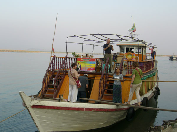 Boat Mandalay - Mingun