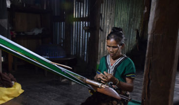 chin lady weaving